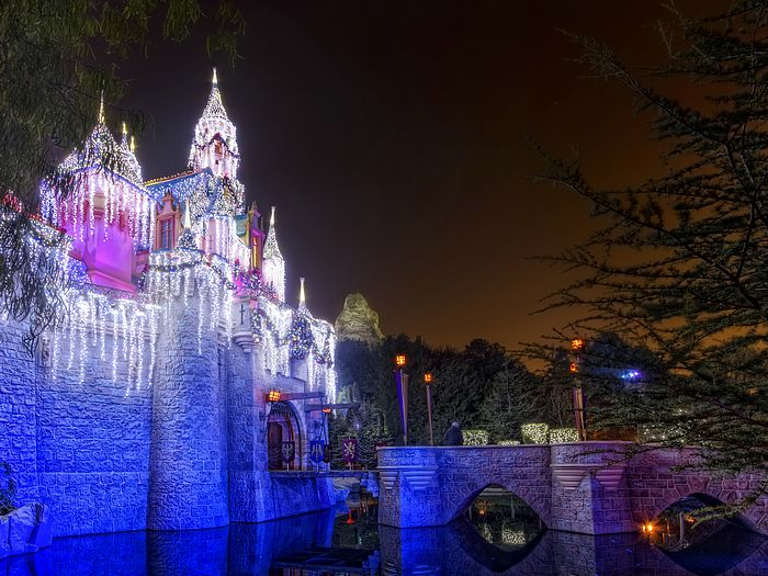 Gorgeous%20Christmas%20Lights%20of%20Sleeping%20Beauty%20Castle