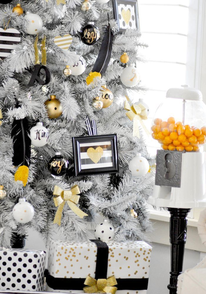 elegant-black-and-gold-christmas-decor-ideas-22