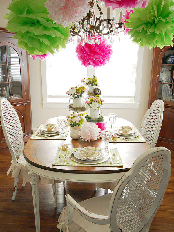 Spring-party-table-with-tissue-poms-600x799