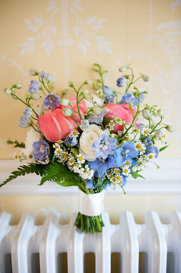 beautiful-blue-and-pink-spring-flowers-bouquet