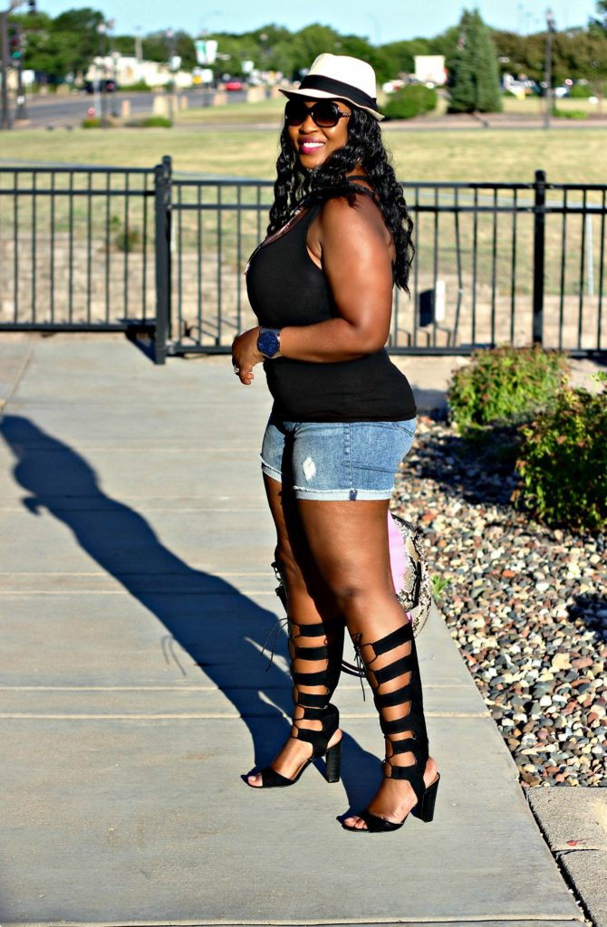 Awesome summer-outfit-shorts-and-gladiators 110
