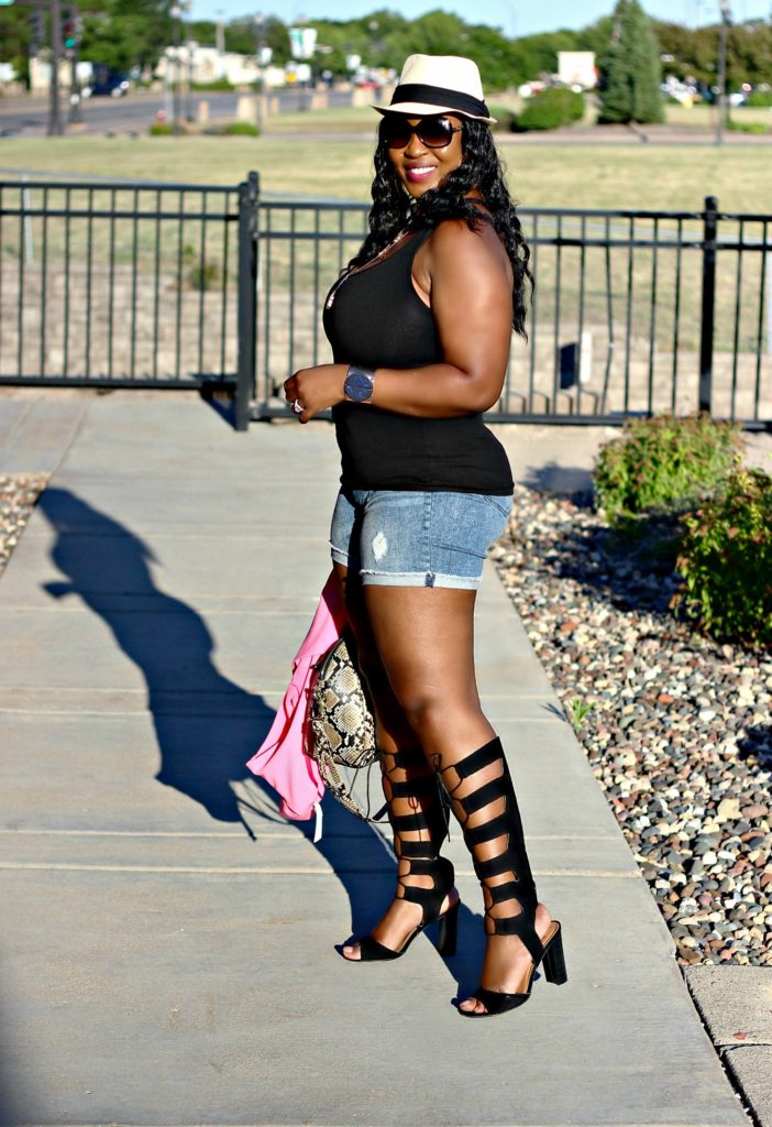 Awesome summer-outfit-shorts-and-gladiators 20
