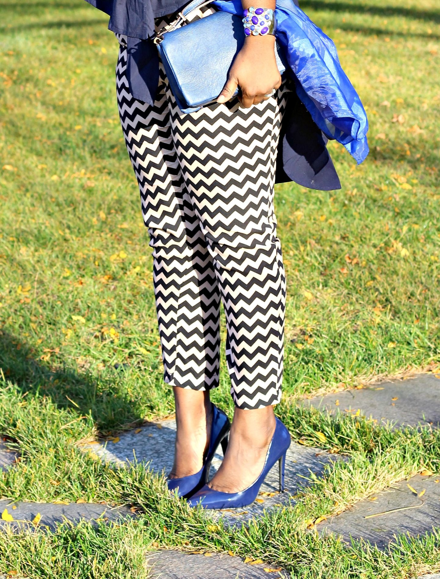 hi-lo-tie-front-shirt-and-chevron-pants8