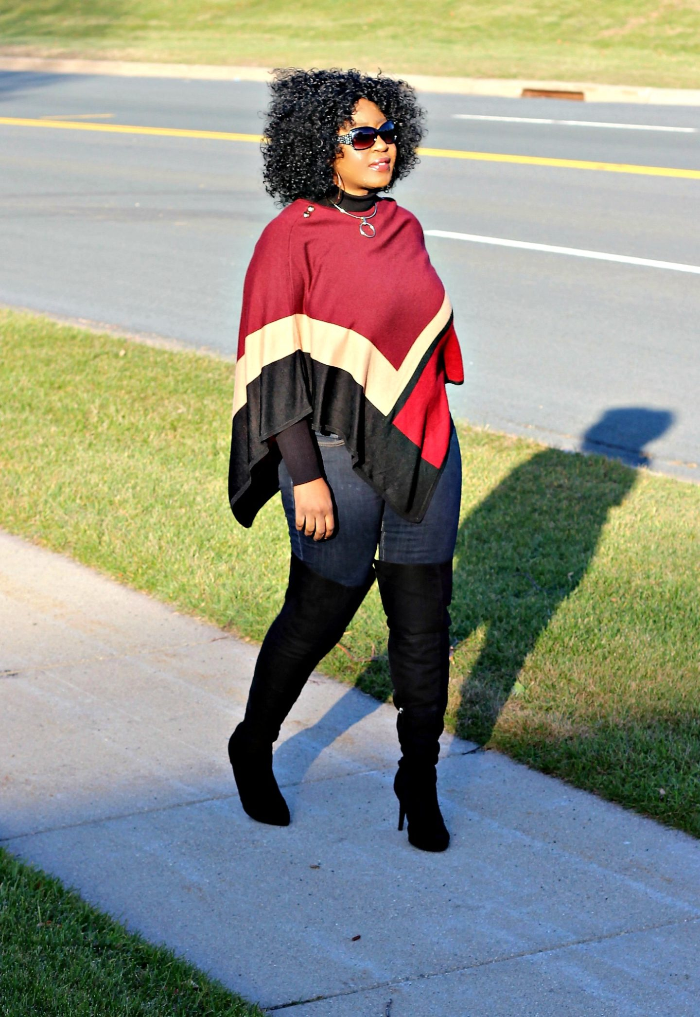 outfit-casual-poncho-over-the-knee-boots