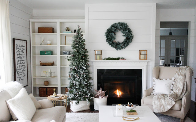 hypnozglam.com-fireplace-mantel-holiday-decor