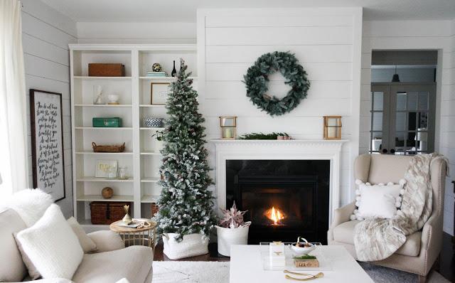 hypnozglam.com-fireplace-mantel-holiday-decor