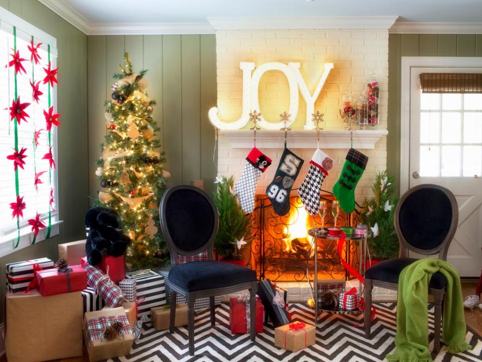 Christmas-holiday-house-fireplace-room-hypnozglam.com