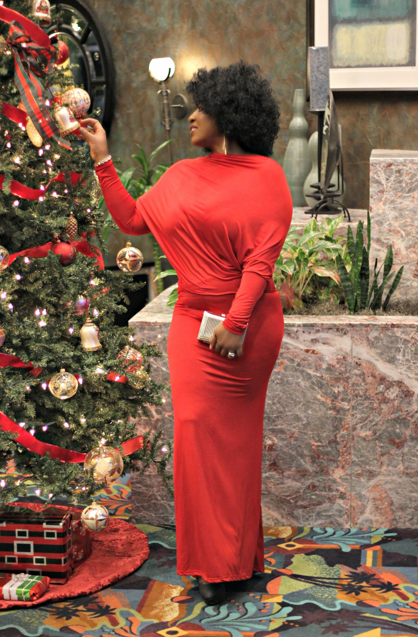holiday-lady-in-red-dress-hypnozglam