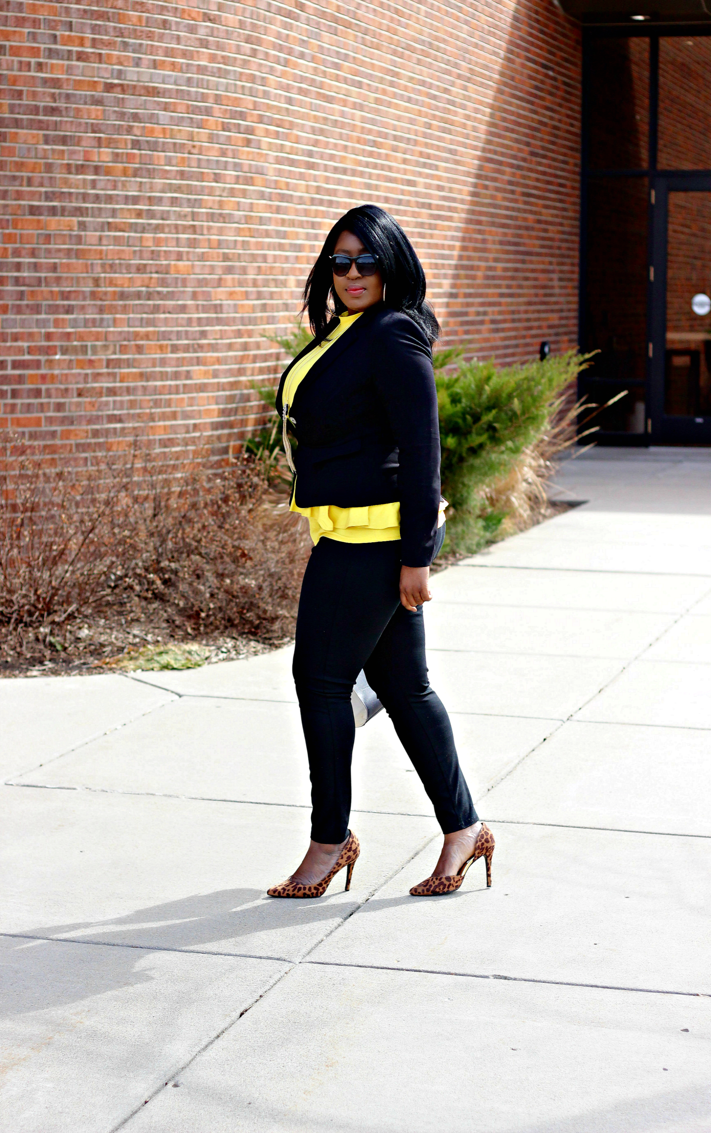blacksuit-with-yellow-top-from-leffetglamour