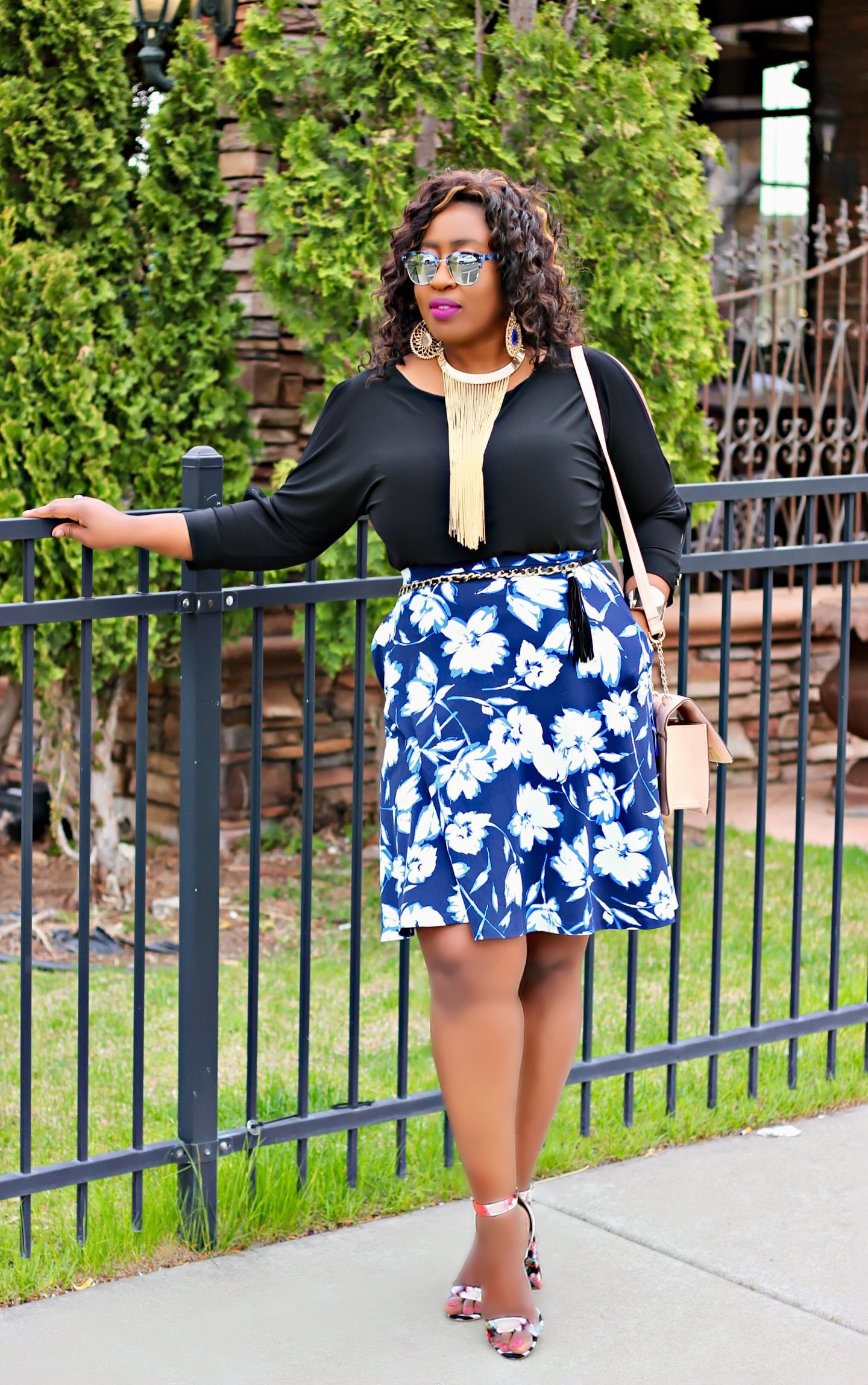 statement-necklace-and-floral-shoes