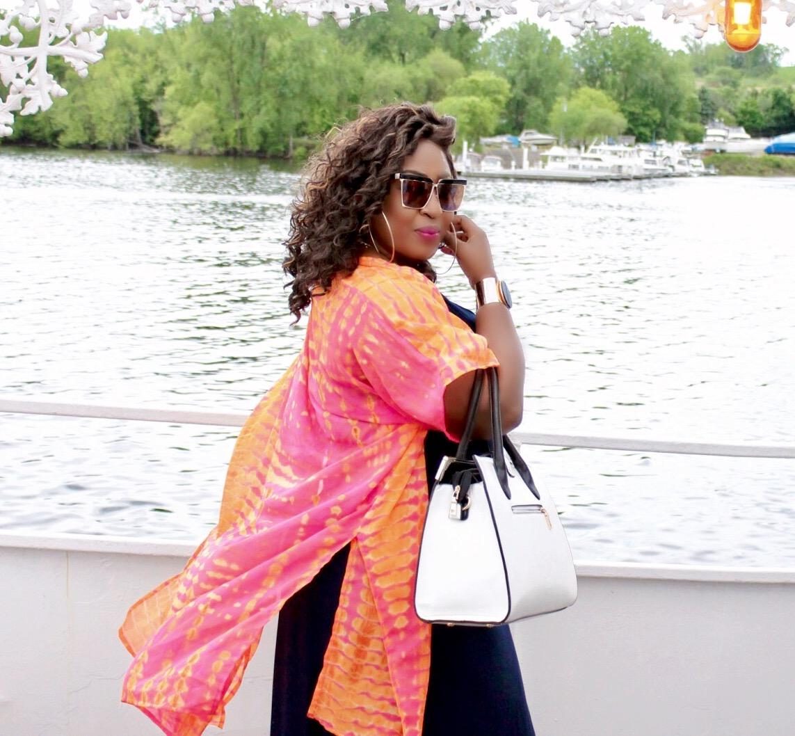Maxi-style-boat-ride-white-purse
