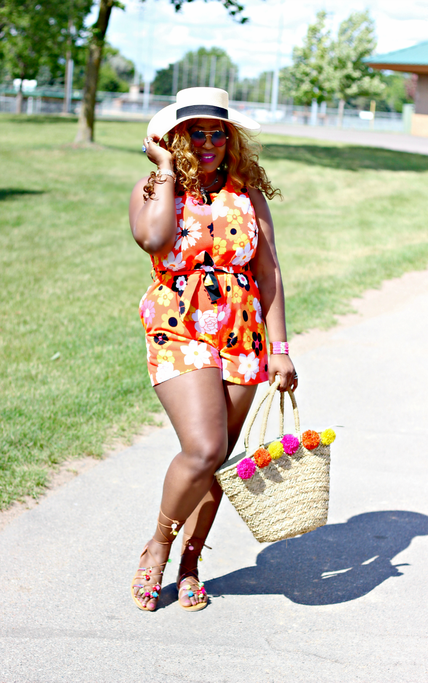 print-romper-pompom-sandals-straw bag