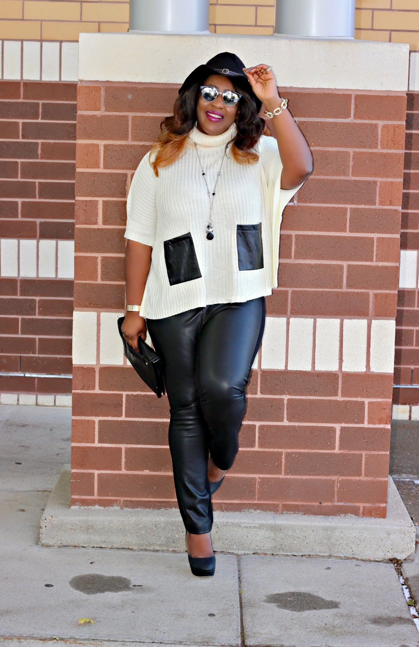 Sweater-faux-leather-pants
