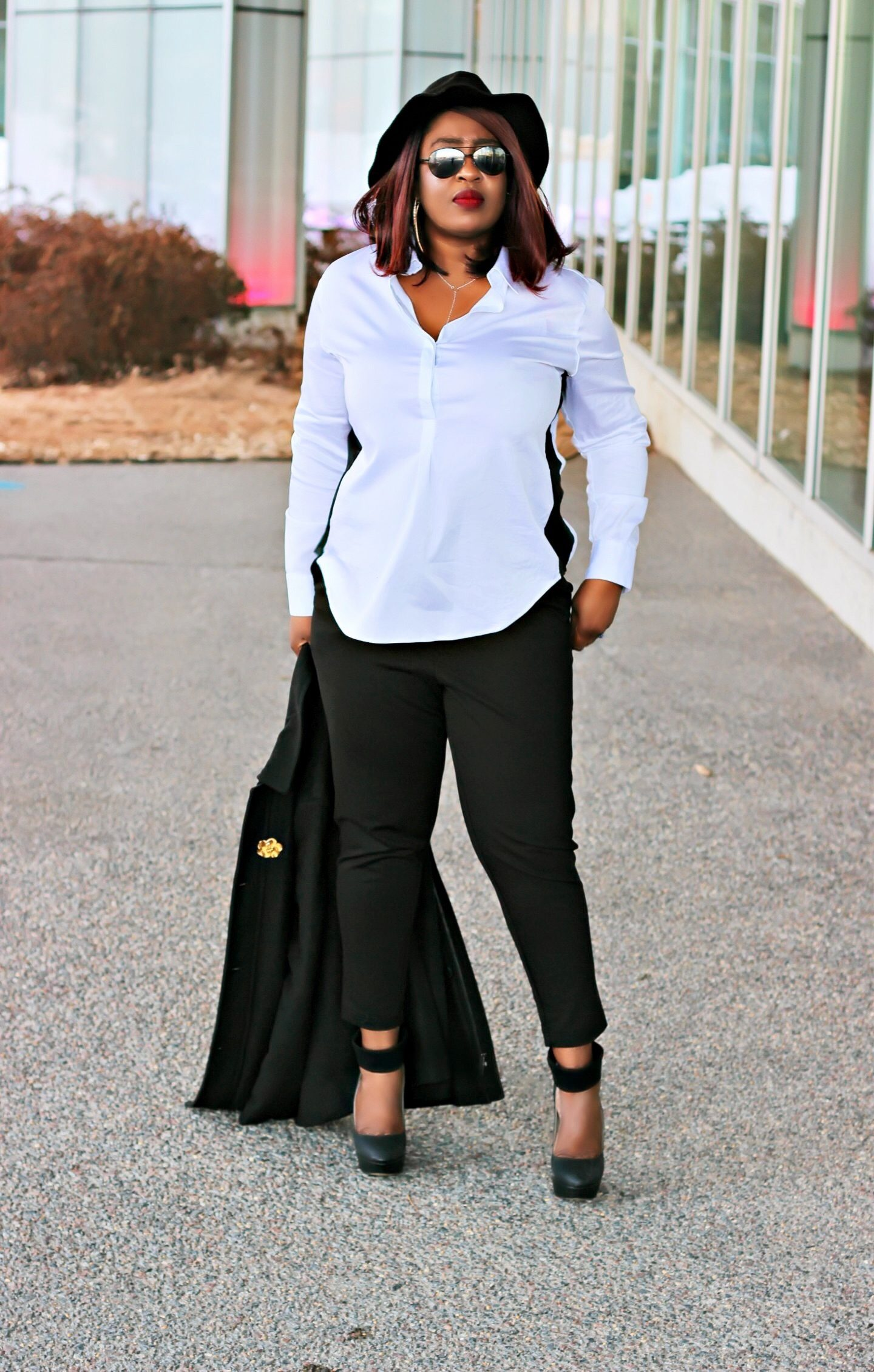 Black-blogger-in-white-and-black