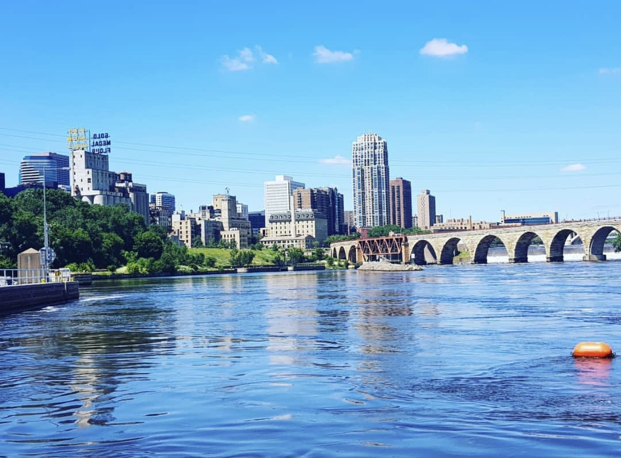Minneapols-view-on-the mississipi-river