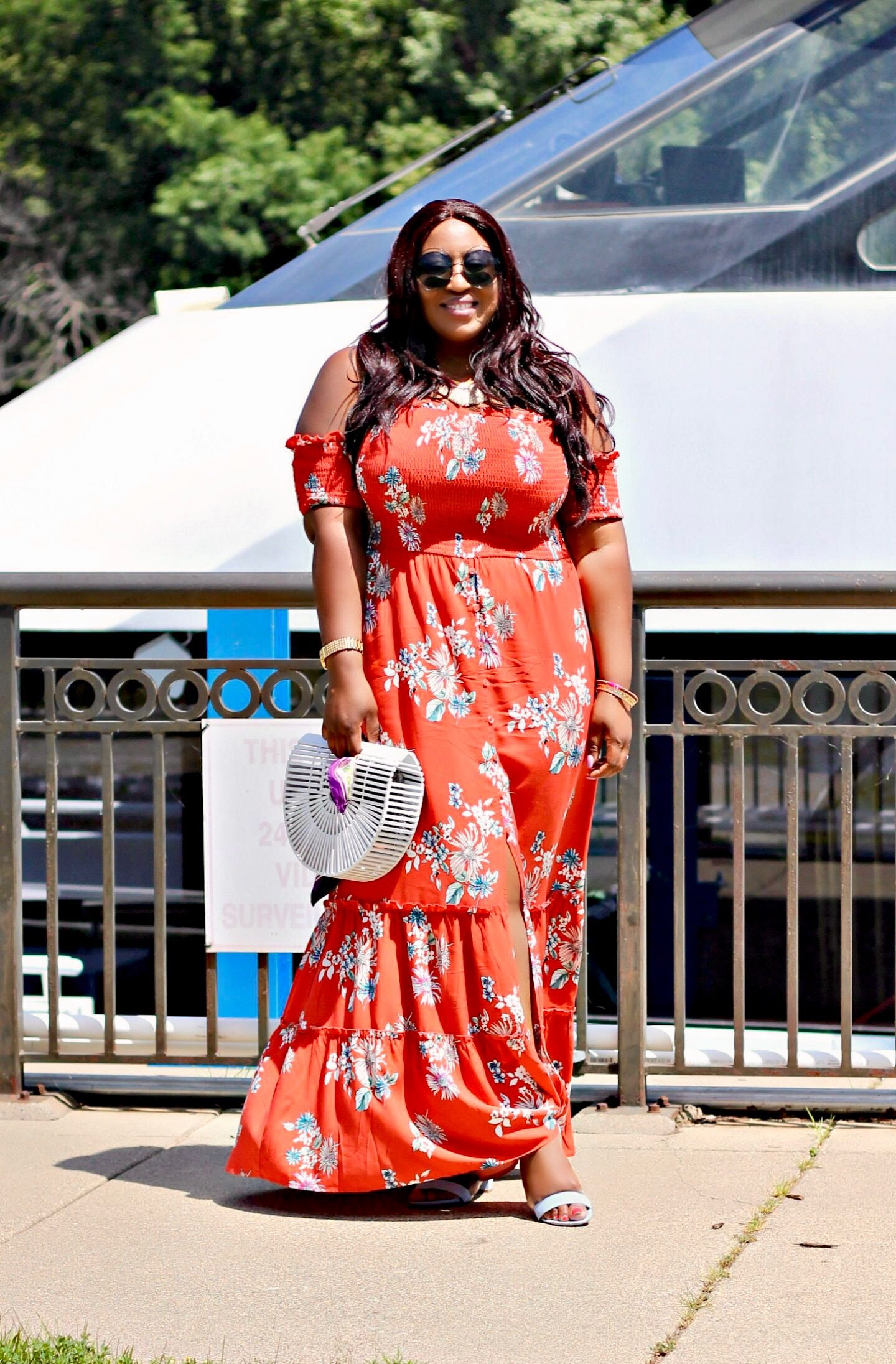 Beautiful-blogger-in-print-maxi-dress