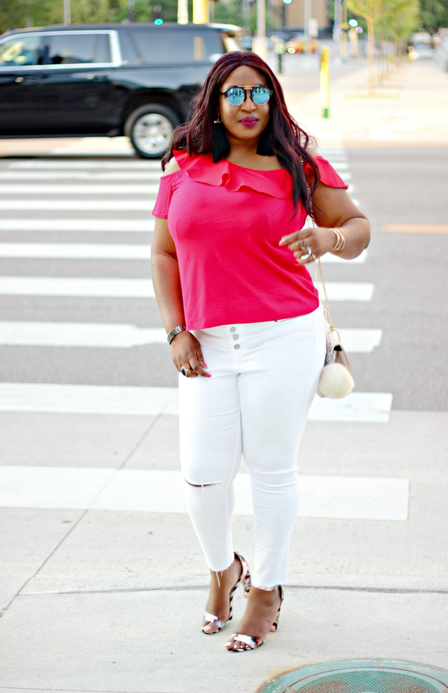 white-jeans-and-red-top