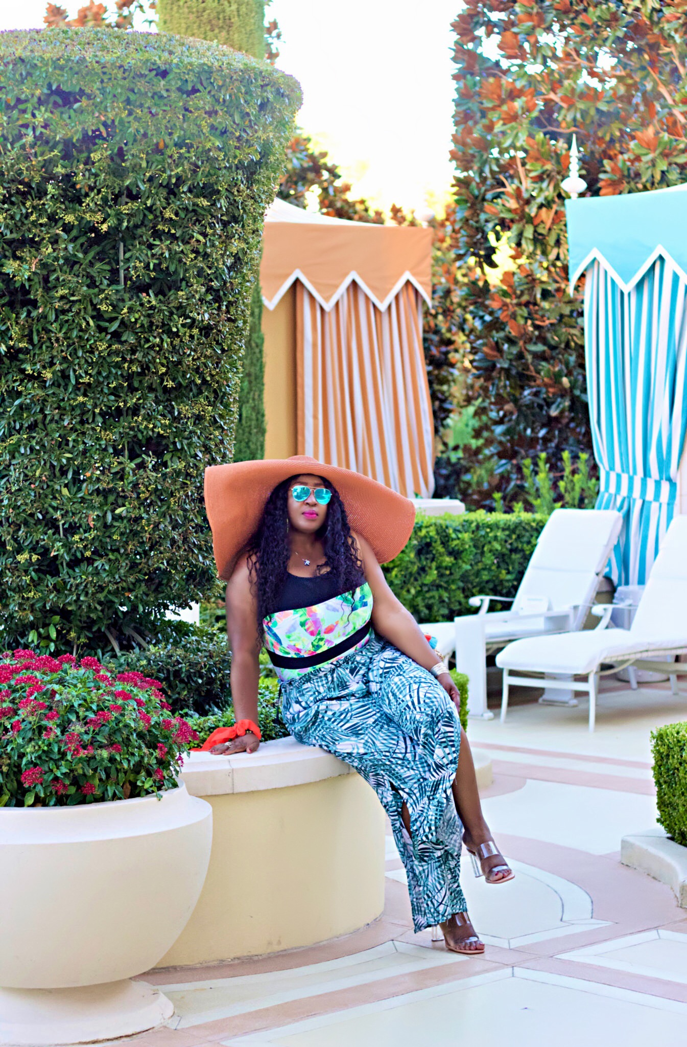 black-beautiful-fashion-big-hat-poolside-style