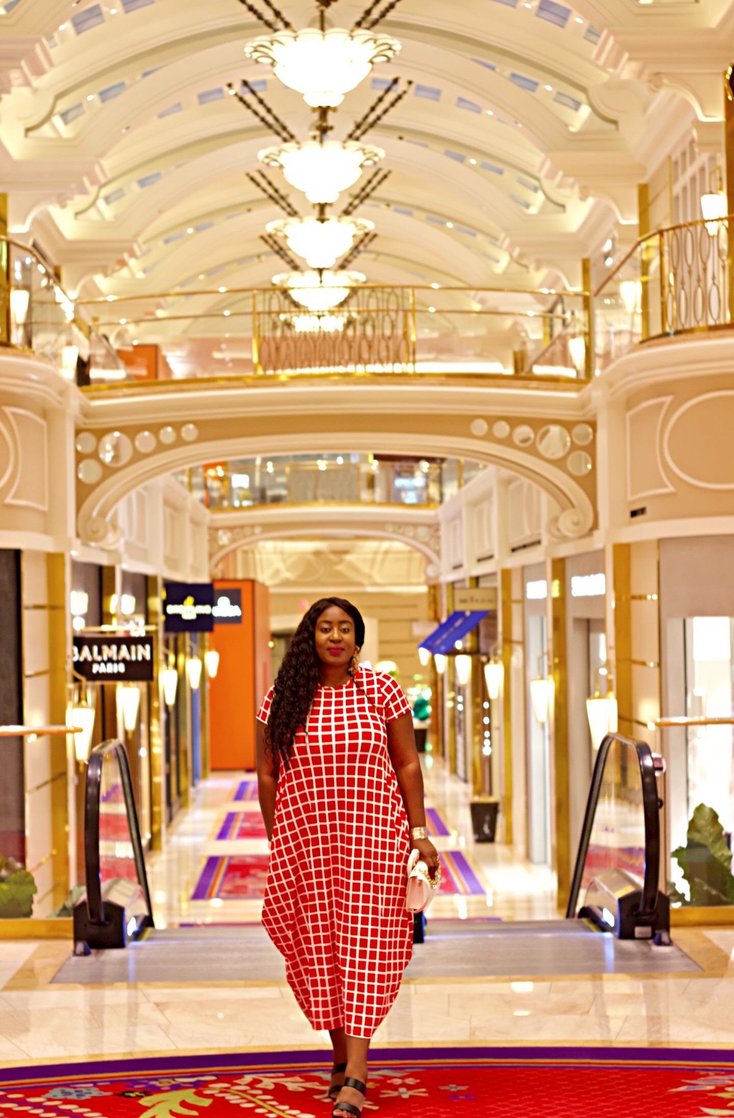 beautiful-red-dress-summer-the-wynn-hotel