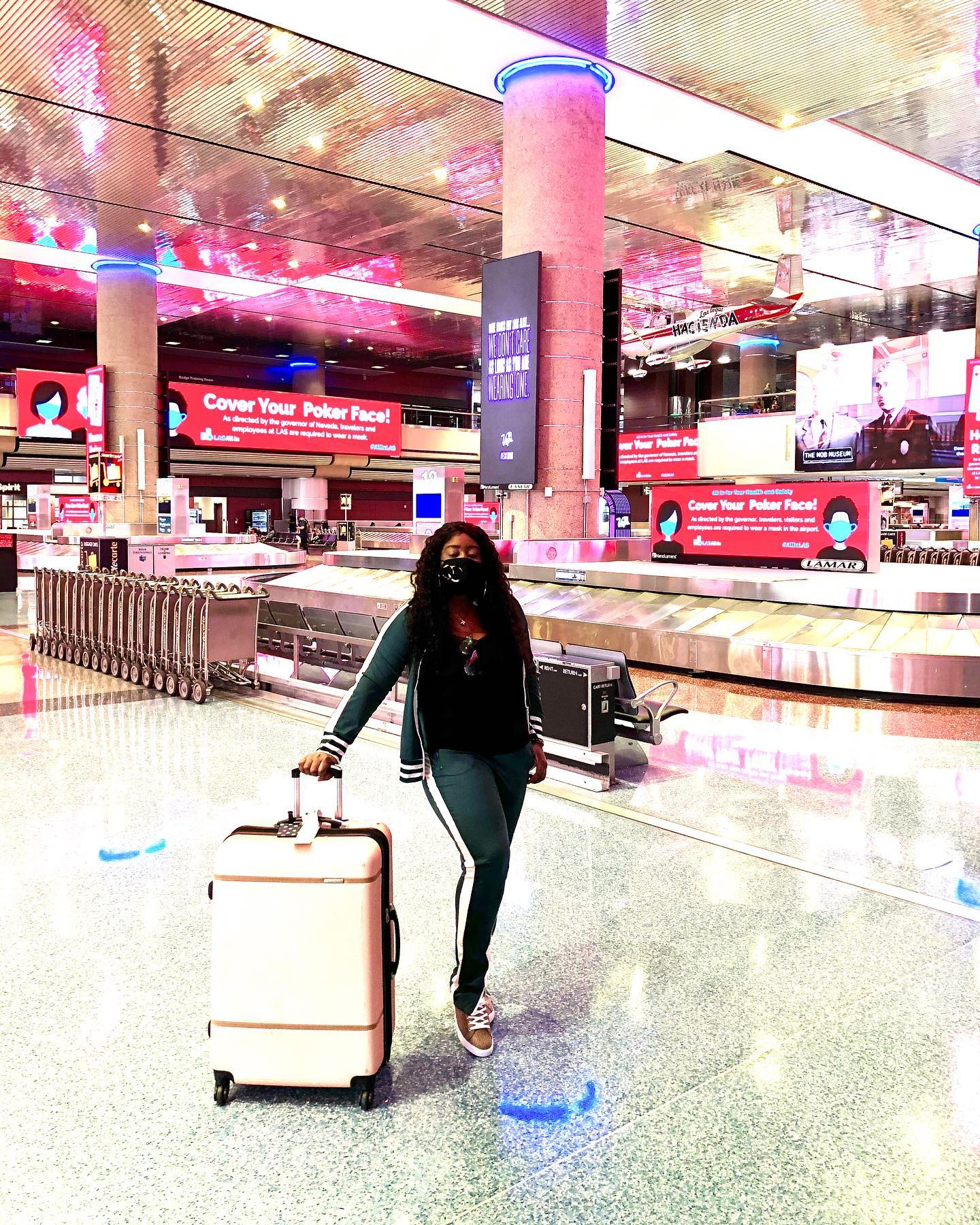 airport-outfit-track-suit-lasvegas-lifestyle-blogger