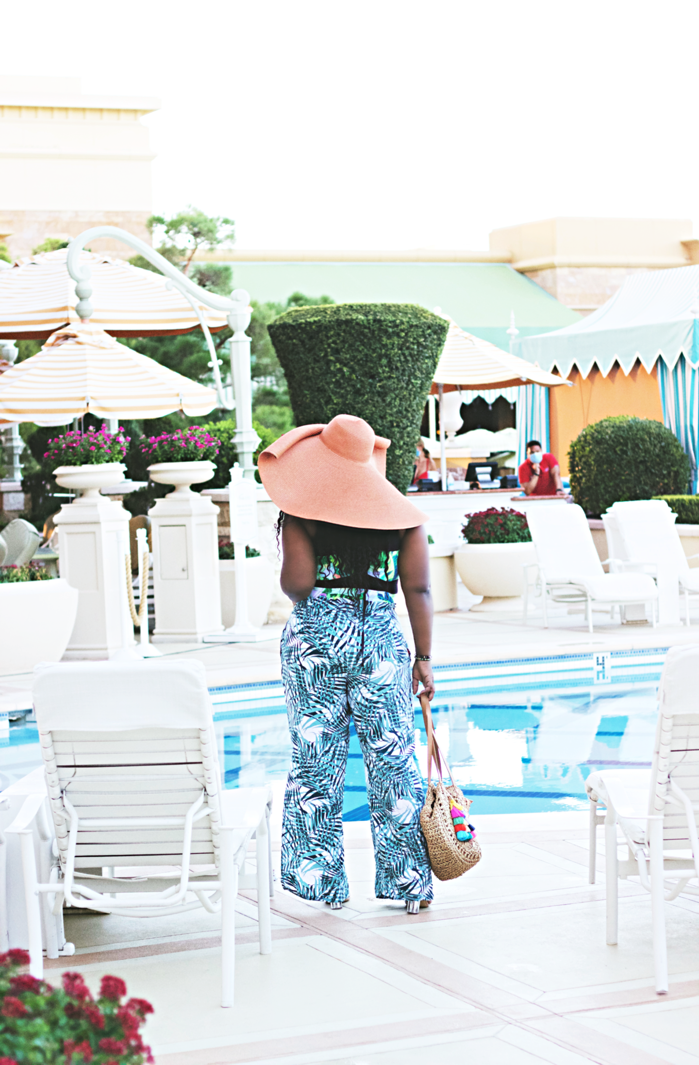-beautiful-poolside-outfit